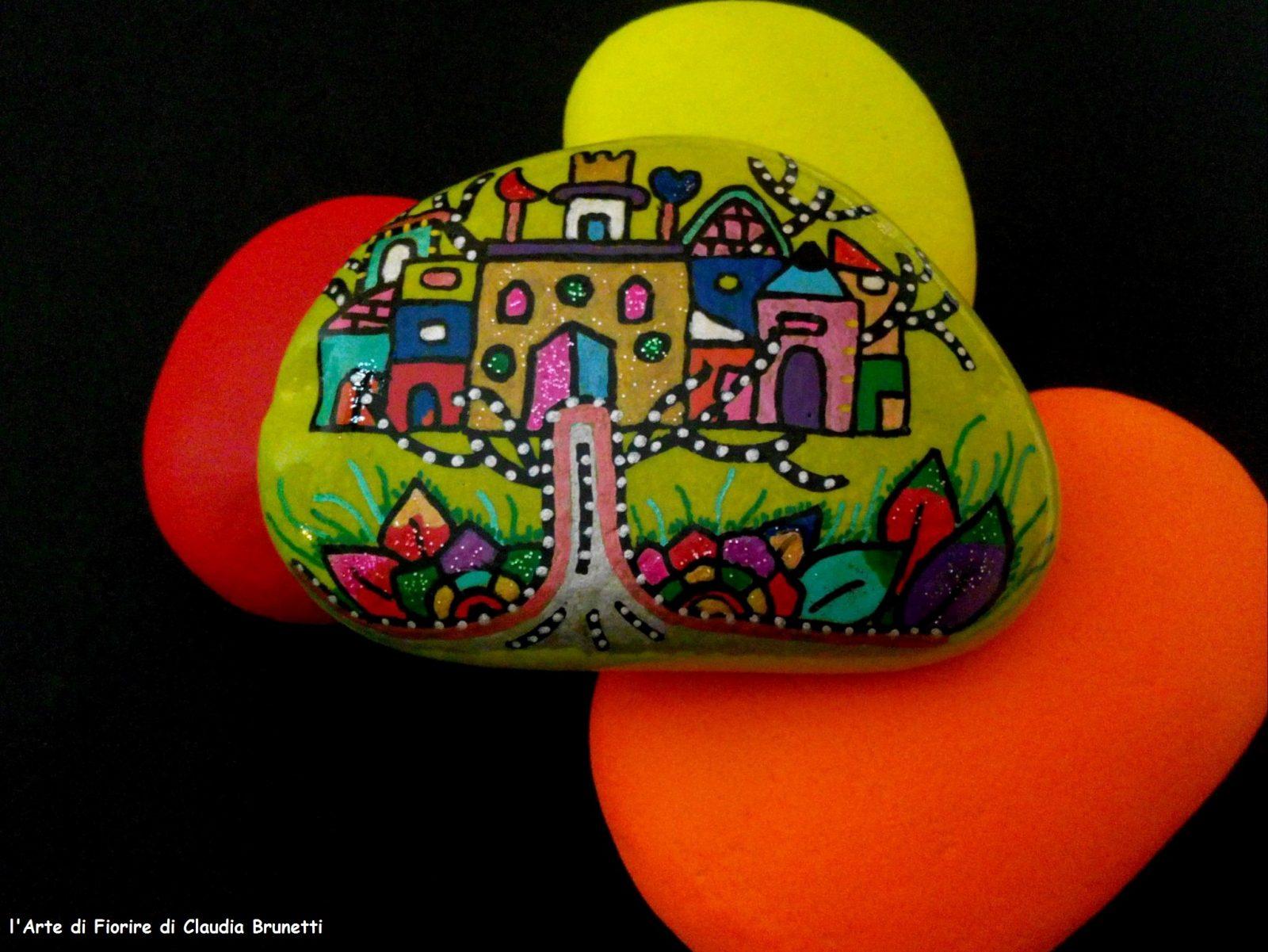 Magic town n.4   ciottolo dipinto a mano   l'arte di fiorire